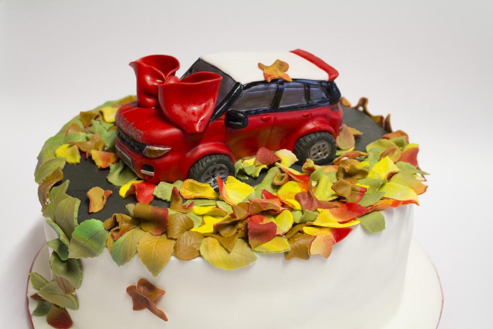 Torte pasta di zucchero macchine torta range rover for Blaze e le mega macchine youtube