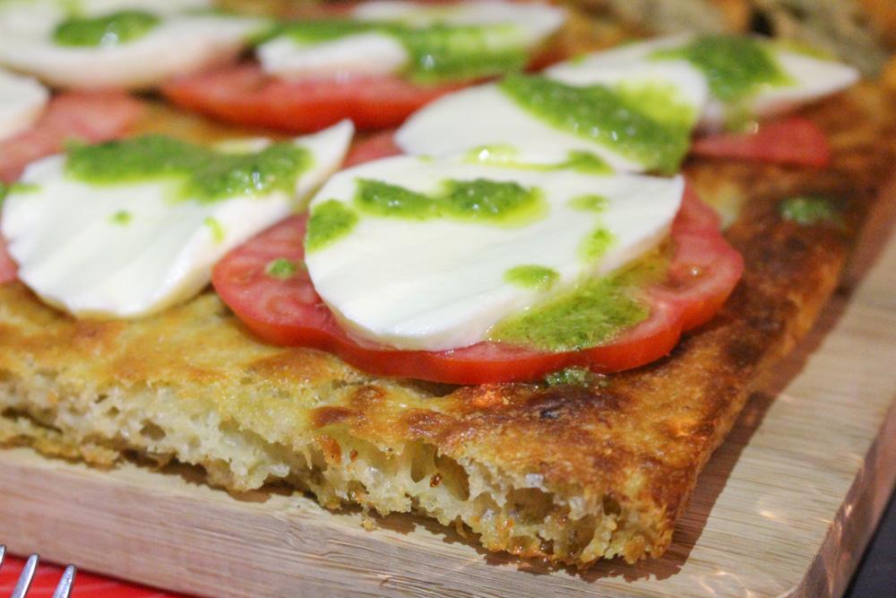 Focaccia di patate pesto mozzarella e pomodori - Madalina Pometescu - Ricette dolci e salate-2