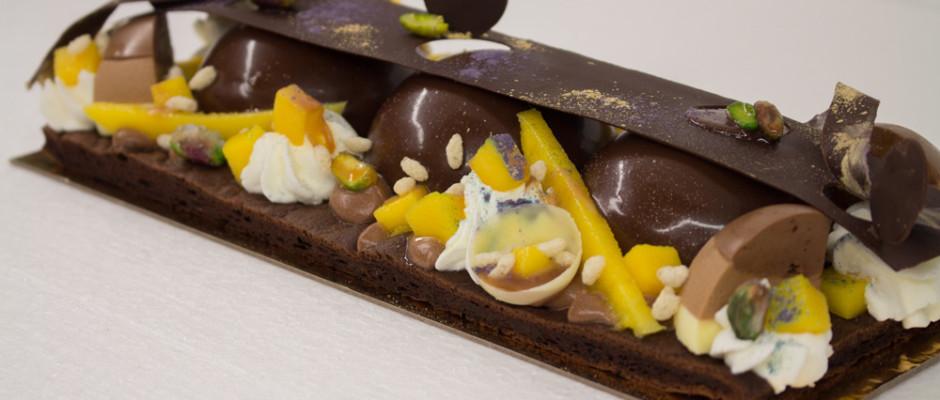 Come decorare una torta madalina pometescu dolci e ricette - Decorare una porta ...