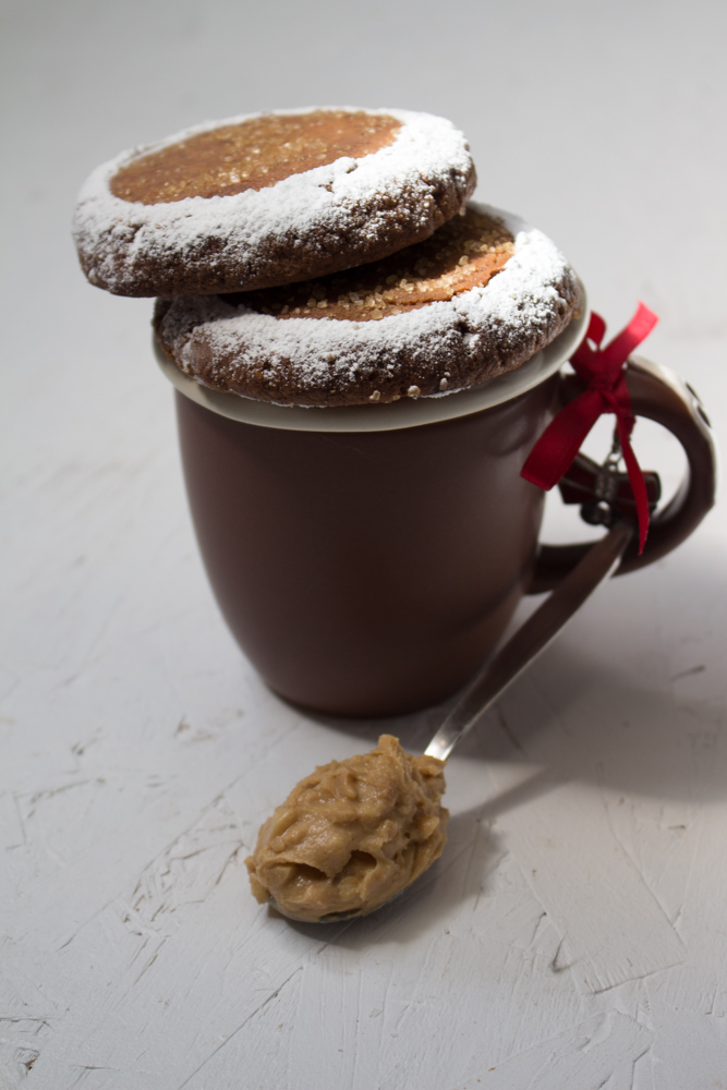 Biscotti al burro di arachidi e cioccolato senza uova
